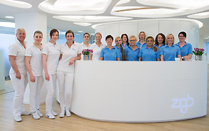 Das Team der Zahnarztpraxis Zieglgänsberger in Dietzenbach, Kreis Offenbach/Hessen