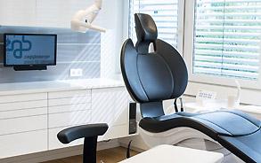 Behandlungsraum in der Zahnarztpraxis Zieglgänsberger, Dietzenbach, Kreis Offenbach, Hessen