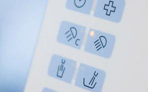 Tastatur der Behandlungseinheit in der Zahnarztpraxis Zieglgänsberger, Dietzenbach, Kreis Offenbach, Hessen